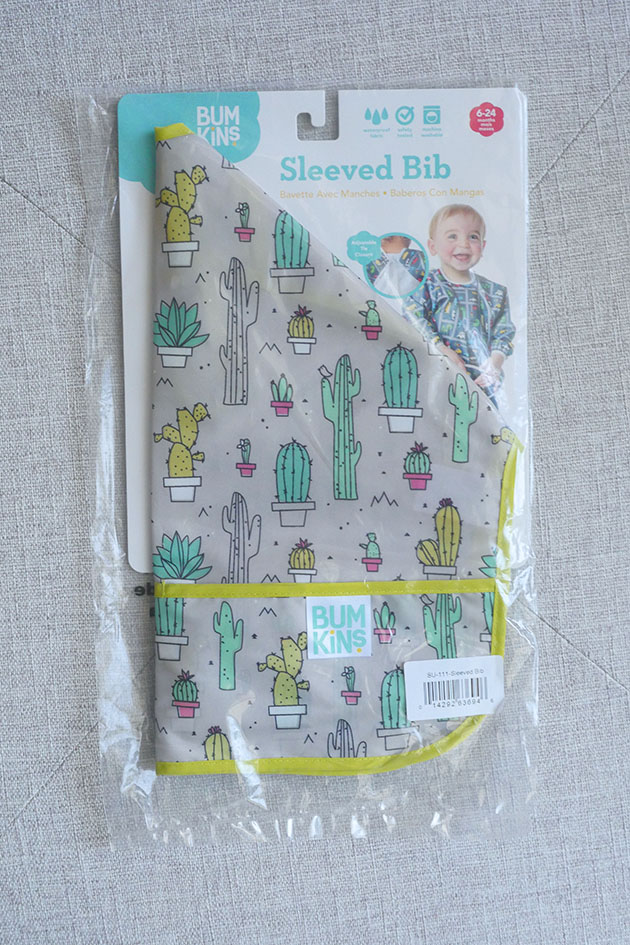 Long sleeved bib for feeding baby.